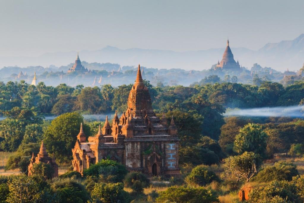 photodune-6858365-the-temples-of-bagan-at-sunrise-bagan-myanmar-m-1200x800