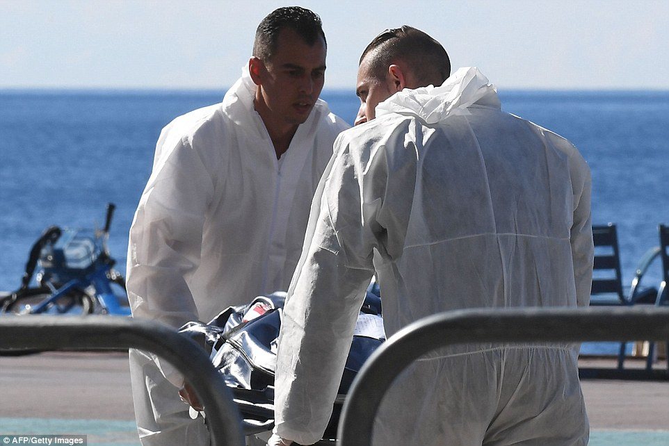 364CDE0B00000578-3691019-Forensics_experts_evacuate_a_dead_body_on_the_Promenade_des_Angl-a-34_1468576666555