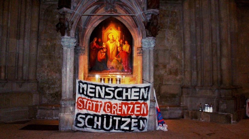 regensburg-demonstration-fluechtlinge-dom-112-_v-img__16__9__xl_-d31c35f8186ebeb80b0cd843a7c267a0e0c81647