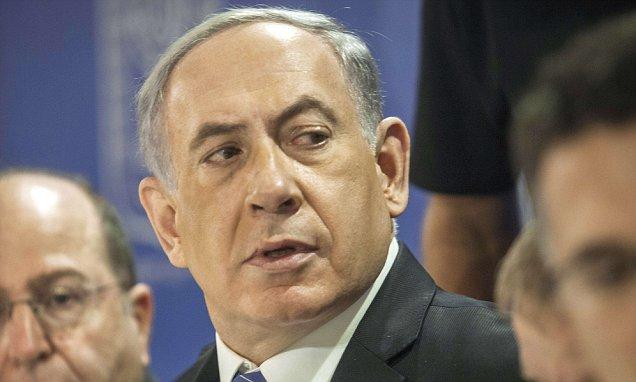 Israeli Defense Minister Moshe Yaalon (L