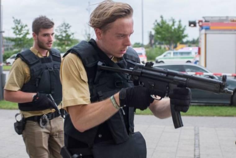 Német rendőrök a 9 áldozatot követelő lövöldözésnél