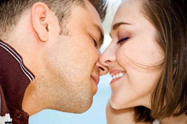 Boyfriend Girlfriend Romantic Couple Kiss Images Profile Picture for WhatsApp, Beautiful Romantic Bf Gf Lovers Lip lock Kisses Pictures Images Wallpapers (2)