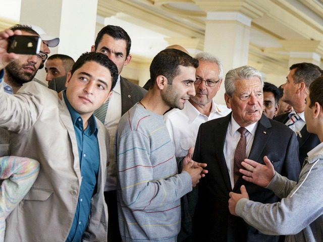 German-President-Visits-Refugee-Reception-Cente-640x480