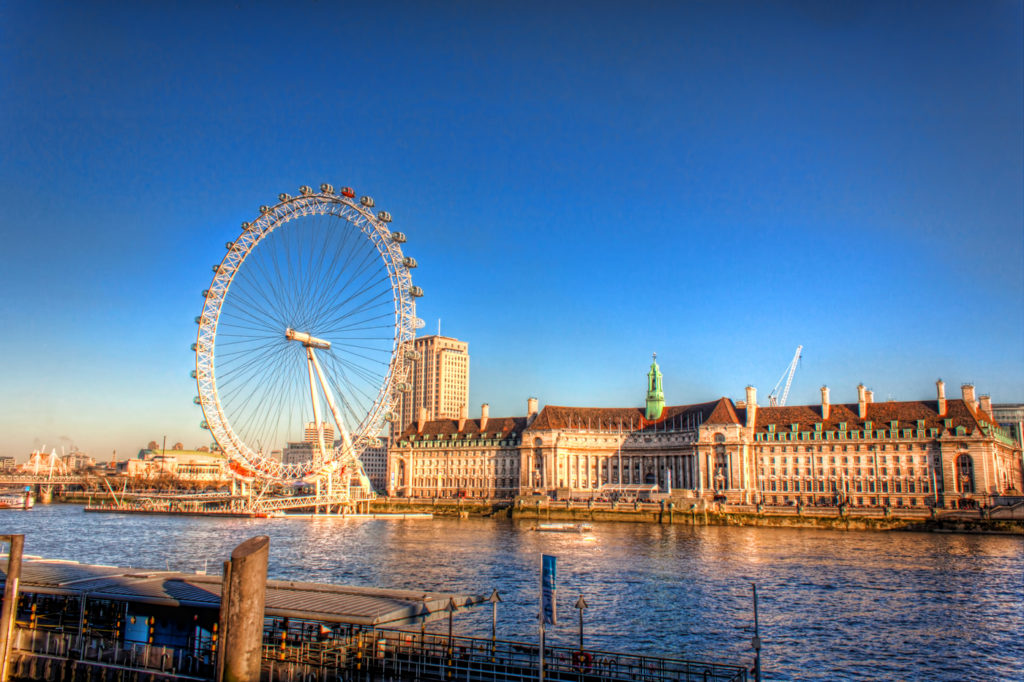 London-Eye-on-a-Sunny-Day-in-Winter-England