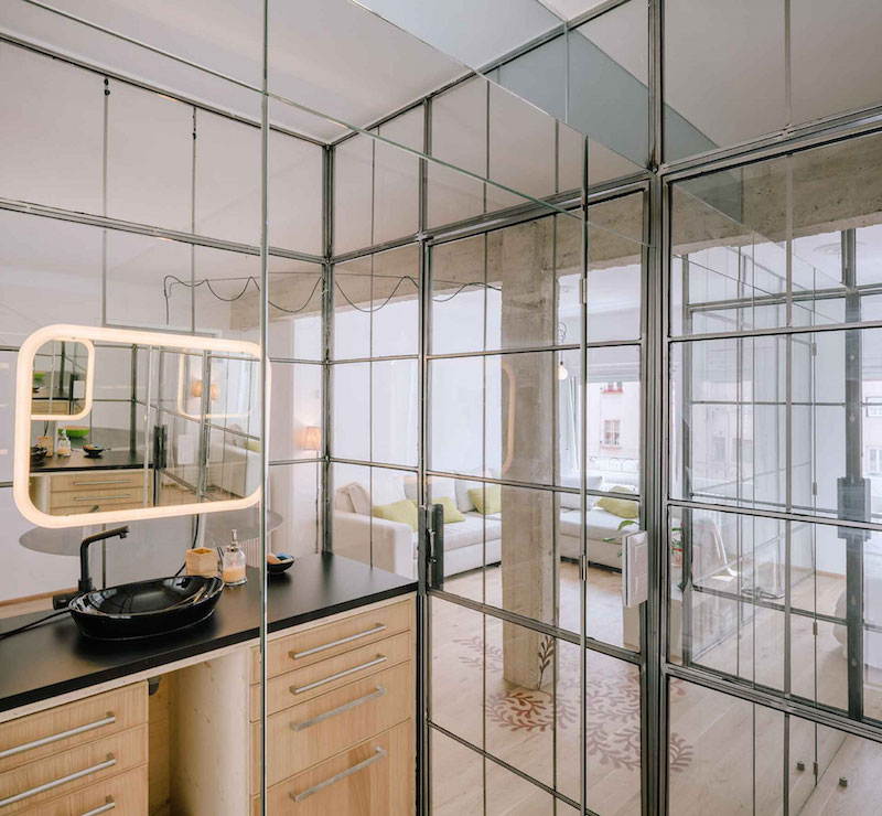 Madrid-apartment-with-no-solid-walls-bathroom-counter