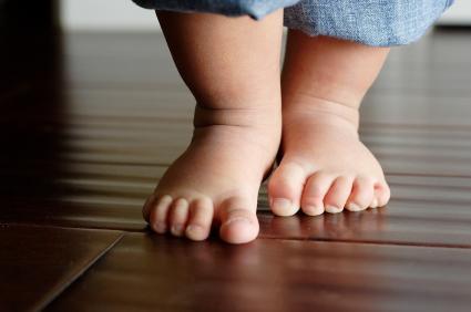 Toddler-bare-feet