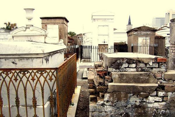 temetőst
