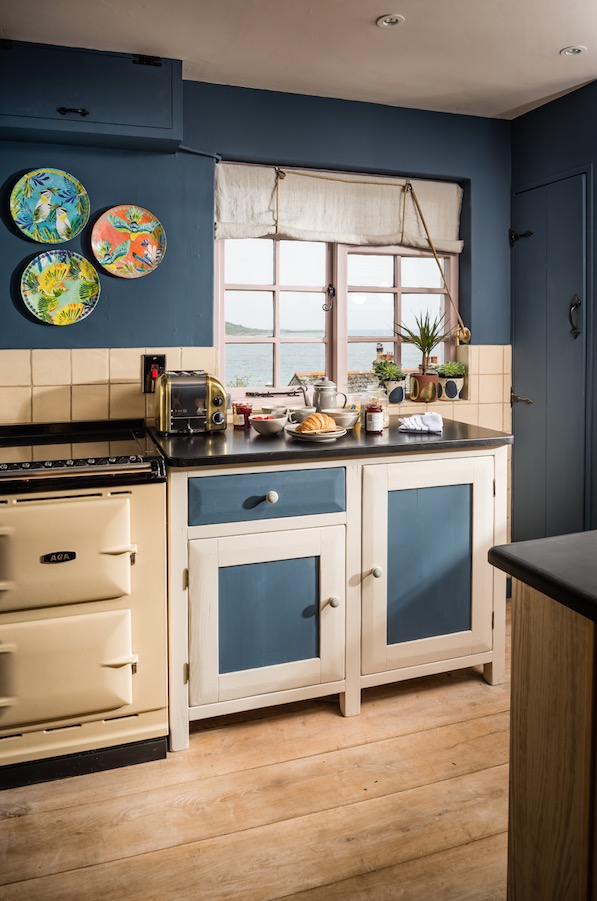 1473847866-syn-xxx-1469524291-siren-cottage-kitchen-cornwall