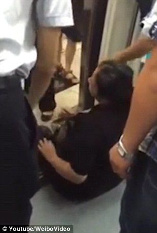 37D3E86E00000578-3770549-A_woman_threw_a_tantrum_on_Beijing_metro_yesterday_after_failing-a-92_1472817291108