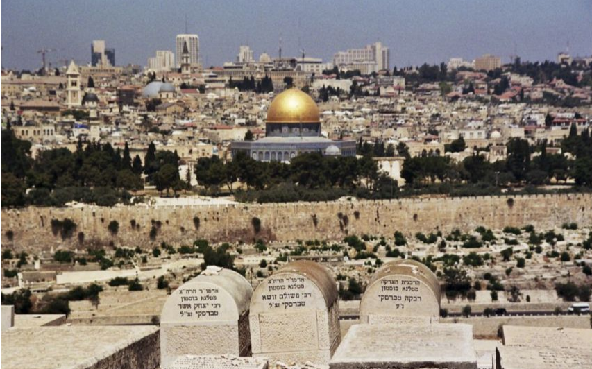 Associated Press Palestinian - Israeli occupation aimed at the Mount of Olives cemetery in Jerusalem total Balthouid