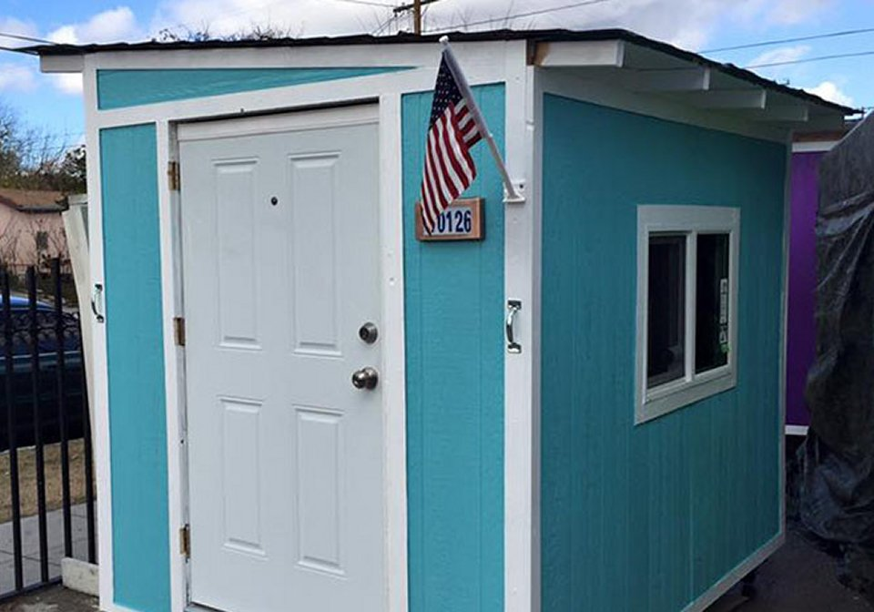 Elvis-Summers-tiny-Houses-for-homeless-Los-Angeles-war-on-tiny-house