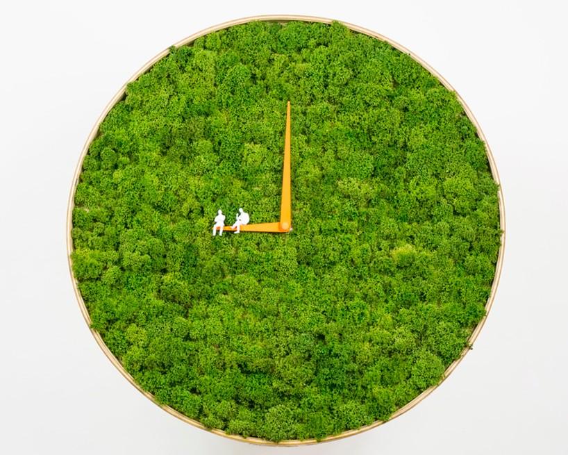 Moss-clock-by-noktuku