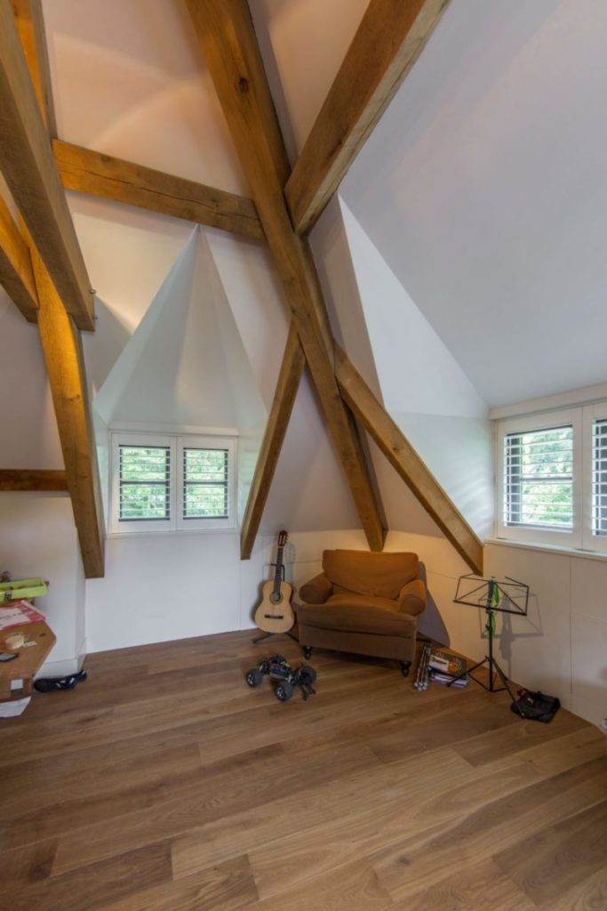 Wooden-beams-continue-tradition-inside-the-house-800x1200