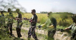 ungarn-soldaten-fluechtlinge-zaun