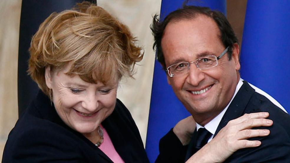 07112012_Hollande_Merkel_hug_article