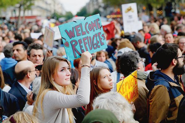Malgre-manifestations-solidarite-migrants-organisees-dans-toute-France-samedi-5-septembre-majorite-Francais-reste-plutot-defavorable-rendre-plus-aisee-obtention-statut-refugie_0_730_400