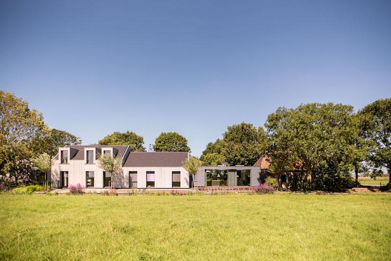 Villa-Hindeloopen-garden-and-lawn