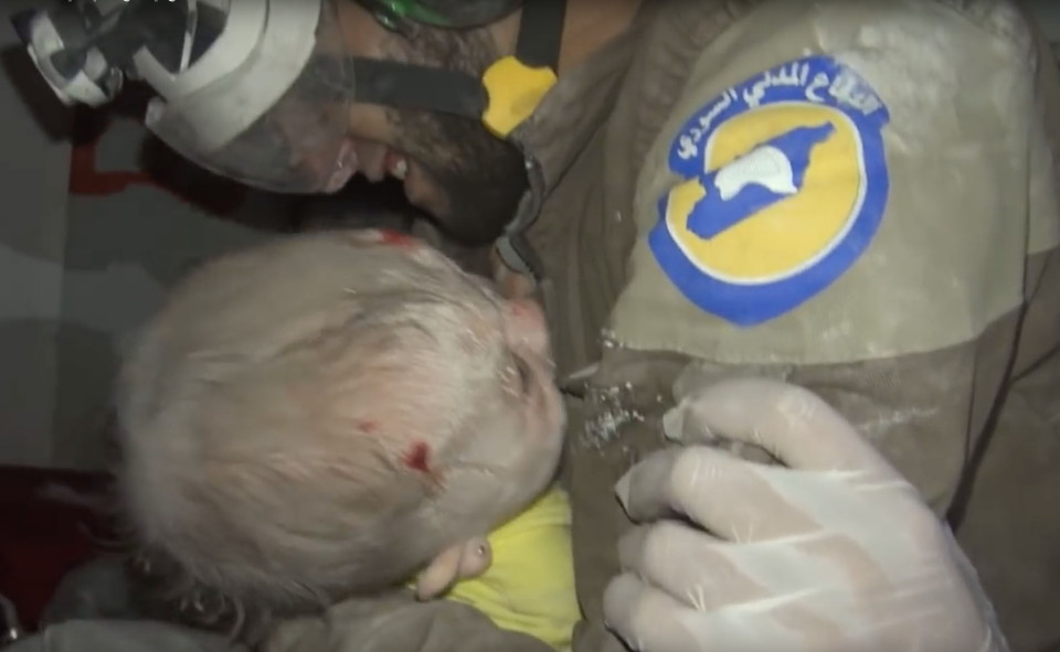 Assad and Russian jet fighters carried out on Thursday new bombardment rounds on Idlib, leaving 11 civilians dead and more than 15 others injured. Syria's White Helmets or civil defense volunteers rushed to the scene to recover bodies and rescue the injured, transporting them to medical points. Abu Kifah, one of the civil defense volunteers, was among others searching the rubble for any survivors. After two hours' work, Abu Kifah and his colleagues were able rescue a 30-day-old baby from under the rubble. After recovering the baby girl, Abu Kifah burst into tears and held her tight to his chest while he got on an ambulance and took her to one of the makeshift hospitals in Idlib, as a video footage, published by one of the activists, showed. In the footage, Abu Kifah is seen holding the baby girl to his chest and getting on an ambulance. Abu Kifah did not let go of the girl and was weeping and saying ¿O, Allah,¿ as paramedics were cleaning some bruises which were on the baby's face. Moaz al-Shami, a citizen journalist, met Abu Kifah to ask him about rescuing the baby girl. ¿Exclusivepix Media