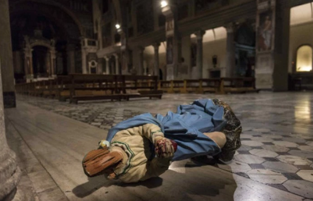 vandalo-devasta-chiese-roma-cattolicesimo-chiesa-cristianesimo-634x407